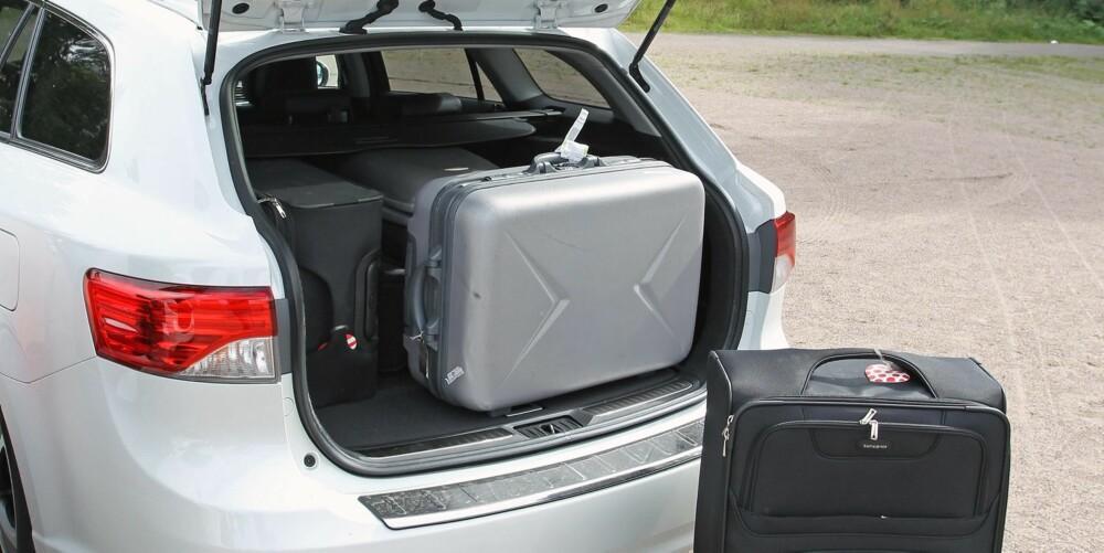 GAMMEL TRAVER: Toyota Avensis har noen år på nakken, men er fortsatt blant de mest populære stasjonsvognene på markedet. Grunnprisen er lavest i mellomklassen.