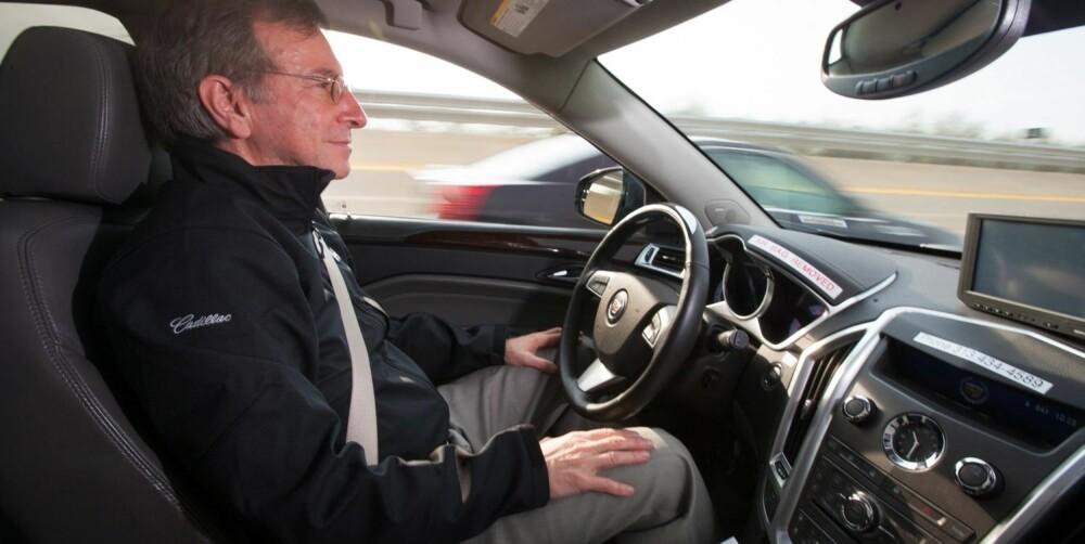 CADILLAC SUPER CRUISE: Motorveier vil bli de første veiene hvor autonomi blir mulig, siden trafikk går i én retning. Super Cruise kalles systemet i Cadillac som har kontroll over styring og fart