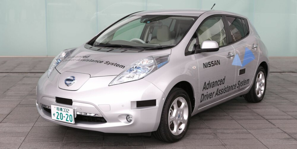 NISSAN LEAF: Nissan Leaf testes nå på japanske veier med nesten autonome systemer, via laserskanning. Nissan planlegger å selge autonome biler i 2020