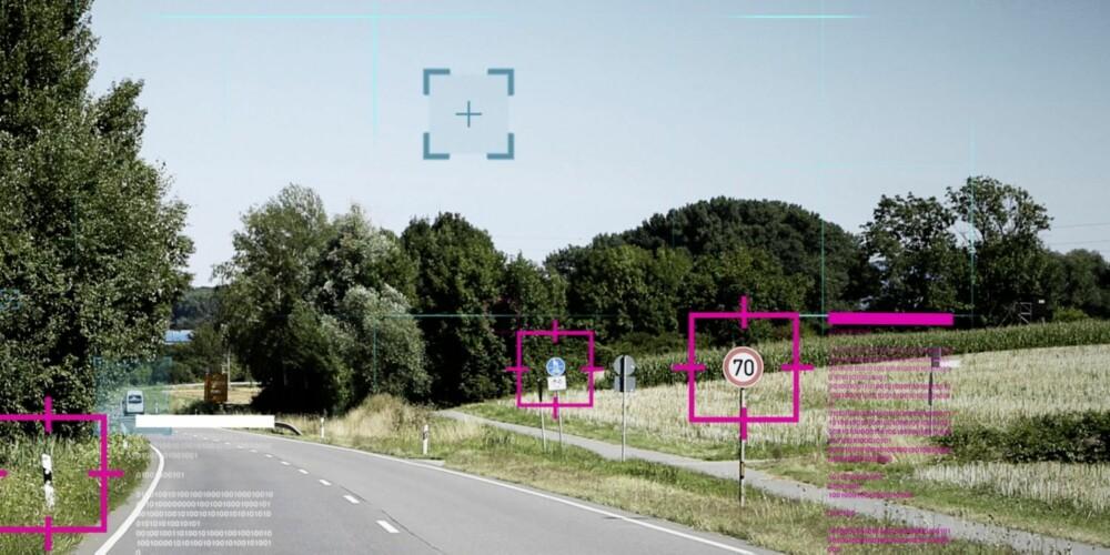 SCANNER OMGIVELSENE: S-klassens radarer og kameraer skanner omgivelsene, og genererer 300 GB med data i timen. Ut fra dette kjenner programmene igjen objekter og deres avstand, retning og fart. Bilen vet hvor den er fordi ruta er grundig kartlagt.