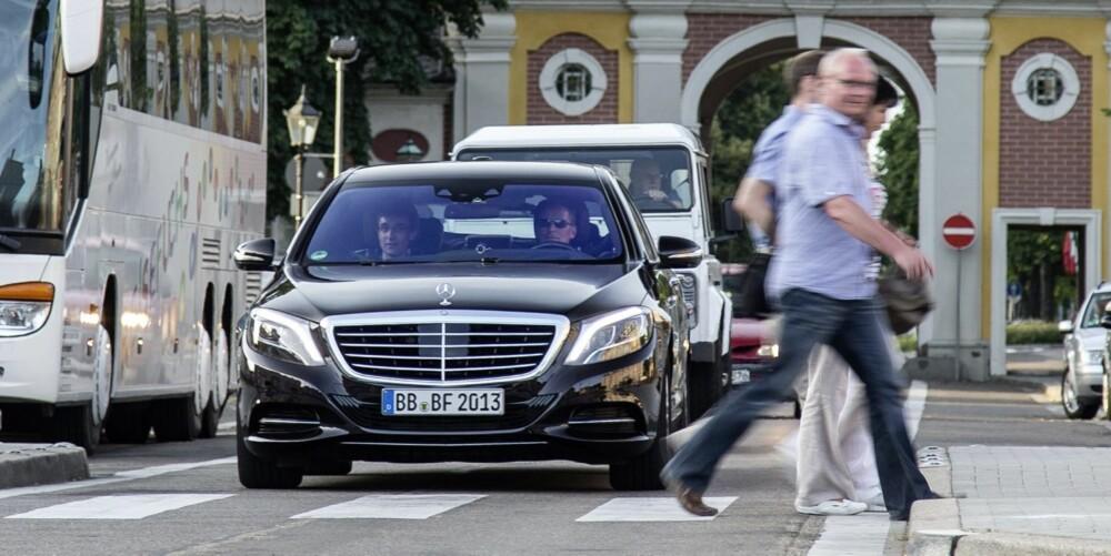 FLERE SVAKHETER: Systemet er ikke bra på sosial samhandling; hvis det oppdager en fotgjenger ved et kryss, stopper bilen. Vinker forgjengeren bilen forbi, blir den stående.