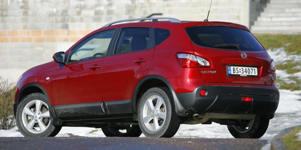 SNART NY: Mer crossover enn SUV, men vi tar den med: Qashqai kommer snart i helt ny versjon, men dagens versjon holder stand som en populær, høyreist bil. FOTO: Petter Handeland
