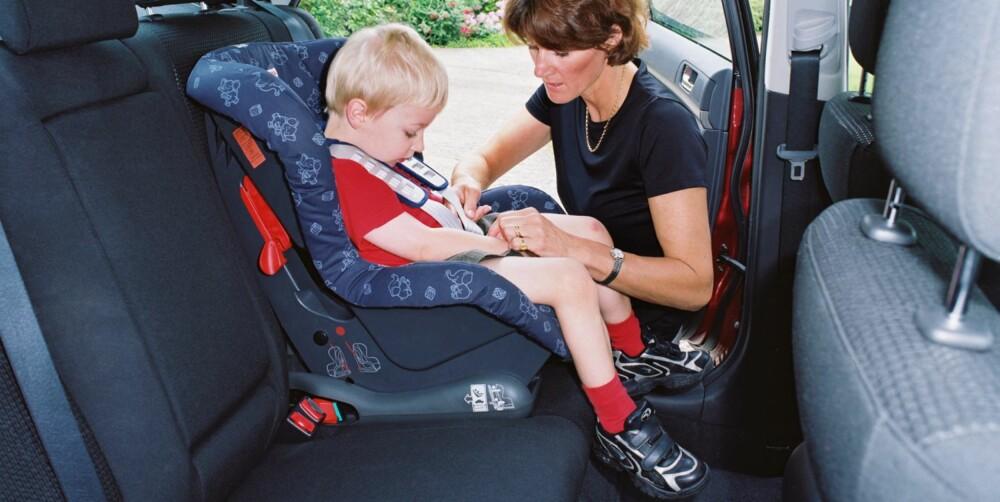 MASER SEG TIL PLASS: Trygg Trafikk mener foreldre ikke må gi etter for mas fra barn som vil sitte forovervendt. FOTO: Newspress