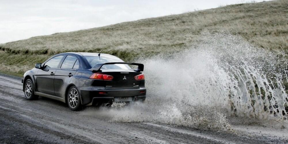 RETTE ELEMENT: Evolution-modellene ble i utganspunktet laget for bruk i rally. De fem første versjonene var homolegerte modeller for deltagelse i WRC.