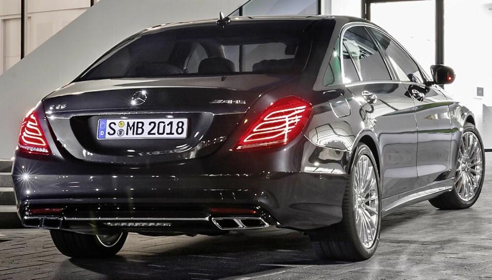 BILLIGERE: Den svært raske luksusbilen Mercedes S 65 AMG er blitt 400 000 kroner rimeligere.