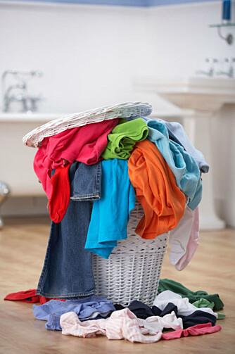 VASKER FOR MYE: Mange vasker klær når de egentlig ikke trenger det. - Det tar opp mye tid, dessuten er det ikke spesielt miljøvennlig, sier etnolog Ingunn Grimstad Klepp. FOTO: Colourbox