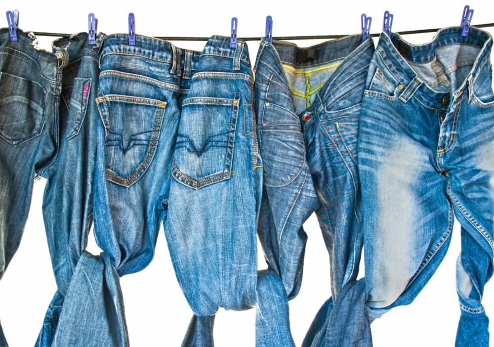 SJELDENT: Jeans er et av de plaggene som absolutt ikke trenger å vaskes mer enn noen ganger i året, ifølge ekspertene. FOTO: Colourbox