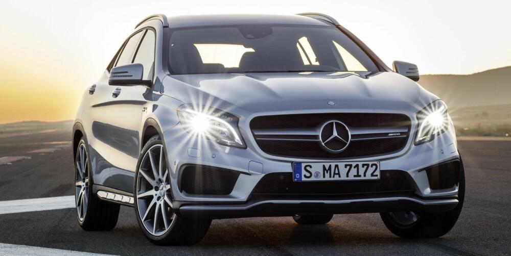 BREIER SEG: AMG-tradisjonen tro har GLA 45 AMG ekstra store luftinntak. Det må til for å kjøle ned en blodtrimmet toliter med ekstra stor turbo. FOTO: Mercedes-Benz