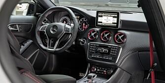 OSER AMG: Interiøret forteller med en viss tydelighet at dette er en fullblods AMG: FOTO: Daimler AG
