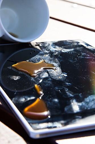 OISANN: Xperia Z2 Tablet er immun mot klossmajorer så lenge du husker å lukke lukene til SIM-kortet og mikro-USB-porten.