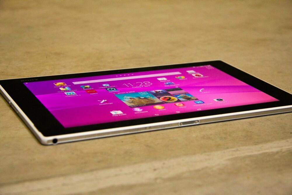 LETTEST: Sony Xperia Z2 Tablet er både utrolig lett og tynnt. I tillegg er det vanntett.