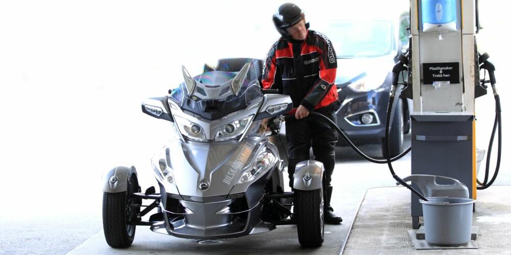 TRE MODELLER: I Norge selges de i tre versjoner, alle med samme 998 ccm Rotax-motor som yter 96-98 hk. Prisene for en RS-S er 199 900 kroner, mens den langt mer utstyrstunge RT-S, som vi kjører her, koster rundt 259 900 kroner. Foto: Egil Nordlien, HM Foto