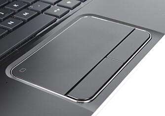 GJENNOMFØRT: Overflaten på basen er behaglig og gjennomført, og en fingeravtrykksleser gir økt sikkerhet og brukervennlighet.