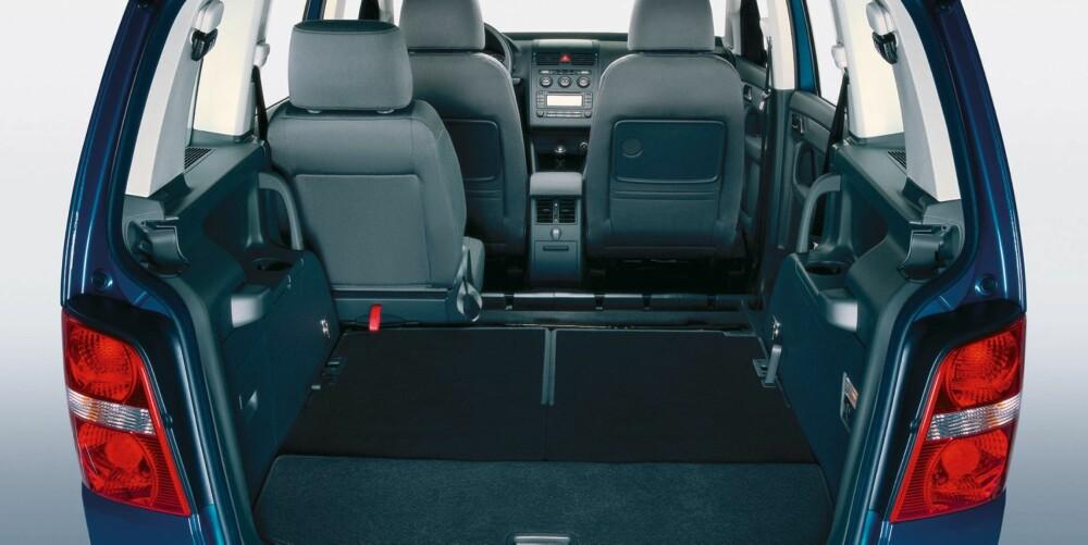 MYE PLASS: Alt etter hvor mange seter du bruker varierer plassen i VW Touran fra 121 til hele 1989 liter. Foto: VW