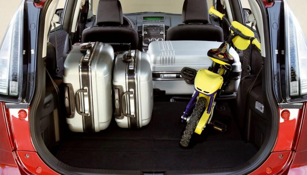MULTI-MULIGHETER: Fordelene med flerbruksbilen er plassen og plassutnyttelsen som knuser de fleste stasjonsvogner. Legg til fleksible seteløsninger og høy kjørestilling, og du har en bil som mange nordmenn vil ha glede av. Foto: Mazda