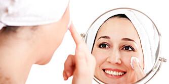 LILLE SPEIL PÅ VEGGEN: Alle vil ha ung og vakker hud. Disse kremene er alle bestselgere hos sine merker.