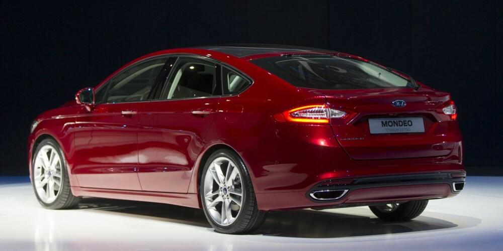 HYBRID: Mondeo blir Fords første bensindrevne hybridelektriske personbil.