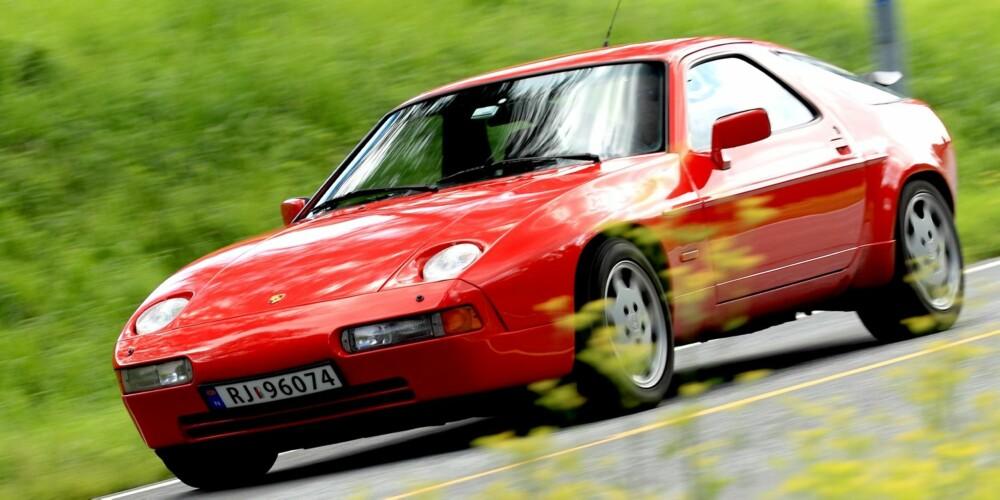 MOTOR FORAN: For 911-puristene er en frontmotorisert Porsche feil. Men ingen betviler at 928 var et stykke avansert ingeniørkunst. FOTO: Egil Nordlien, HM Foto