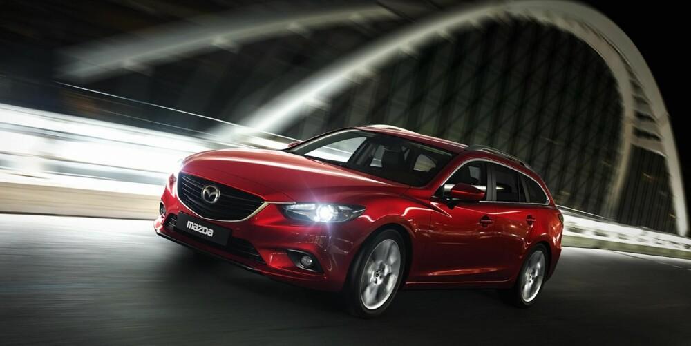 ENDELIG FART?: Mazda viser tredje generasjon av sin mellomklassemodell 6 på Paris-utstillingen.