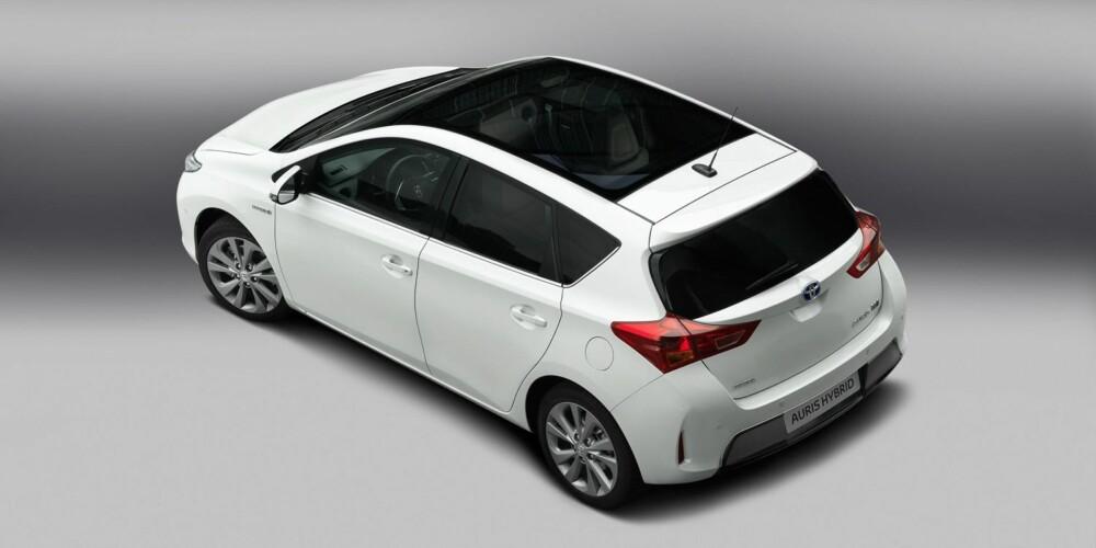 NY AURIS: Toyotas kompaktbil Auris vises også i ny drakt for første gang siden den endret navn fra Corolla.