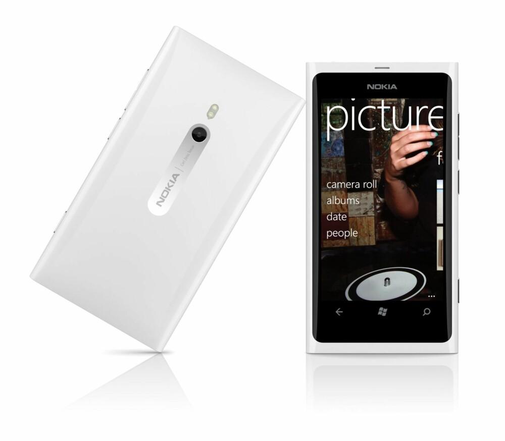 LEKKER: Nokia Lumia 800 ser unektelig stilren og pen ut. Ulempen er at den kjører Windows Phone 7 som snart er utdatert.