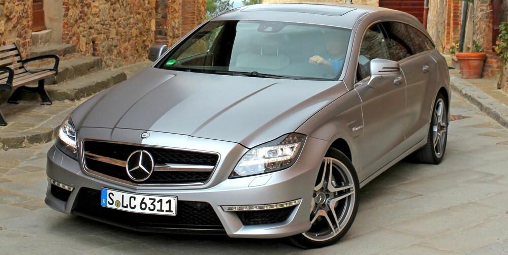 HEFTIG DESIGN: Designen er mildt sagt heftig. Enda bedre blir det når bilen er kledd i matt grå lakk. Da kommer formene enda bedre til syne. FOTO: Petter Handeland