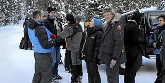 STORT CREW: Clarkson, May og Hammond var ikke alene på Beitostølen. Et digert BBC-crew fulgte med på lasset. FOTO: Håkon Bonafede