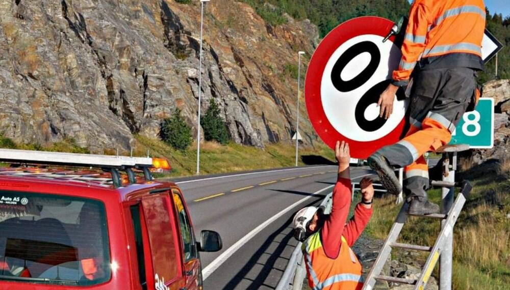 VEKK: Her fjernes 90-skitlet på E18 i Østfold og erstattes med 80-skilt. FOTO: Gunnar Fjellengen/Smaalenenes Avis
