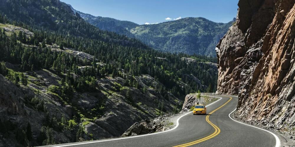 FJELLET: Fantastiske veier å kjøre på. Dette er the scenic route delux.
