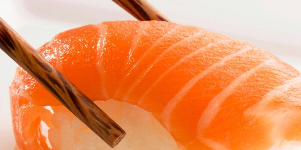 JA MAT: Fet fisk og nøtter er gull for håret.