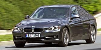 EKSEMPEL: BMW 320i er et eksempel på hvor bra bensinmotorene er blitt. Bensinturboen får den ellers gode dieselmotoren til å framstå som en unggutt midt i stemmeskifte og muskelvekst. FOTO: Petter Handeland