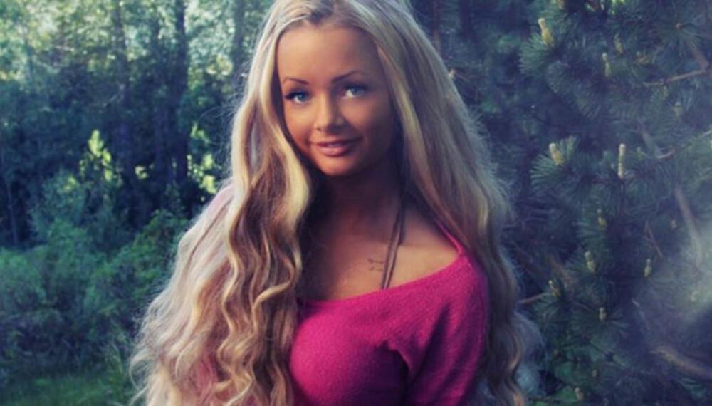 DUKKEANSIKT: Bloggeren Sophie Elise er ikke så ulik Mattels bestselgende Barbie-dukke.