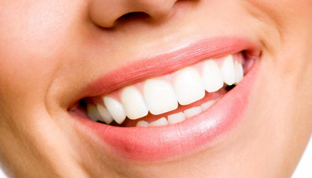 MUNNTØRRHET: Spyttproduksjonen har stor betydning for munn- og tannhelsen din. Slik kan du behandle munntørrhet. FOTO: Getty Images.