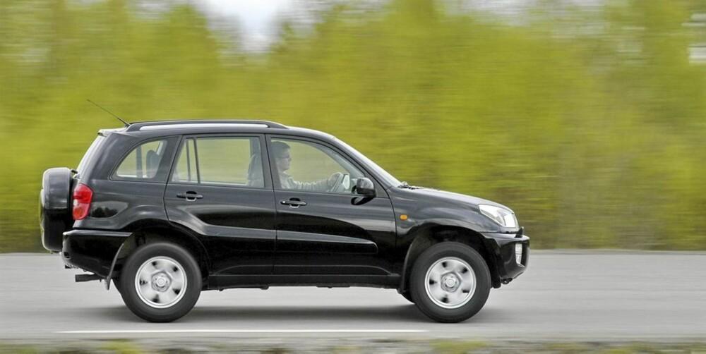 EKSEMPLARISK: Toyota RAV4 fra 2000-2005 er et sikkert valg, skal vi tro uavhengige bruktbilkilder. FOTO: Terje Bjørnsen