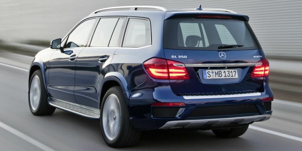 STOR: Mercedes GL er en enorm bil. FOTO: Daimler AG