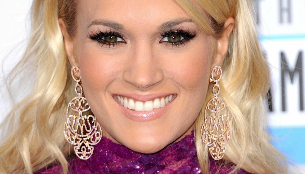 FIN MANKE: Carrie Underwood med sin blonde, glansfulle manke.