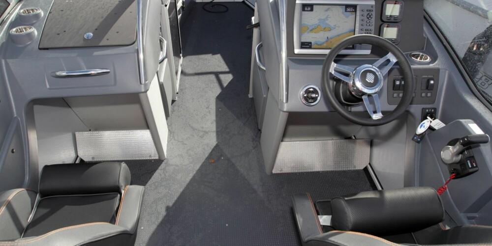 SLITESTERK: Praktiske og tøffe materialer innvendig gjør at Buster tåler å bli brukt. Ergonomien på førerplass er god. FOTO: Egil Nordlien, HM Foto
