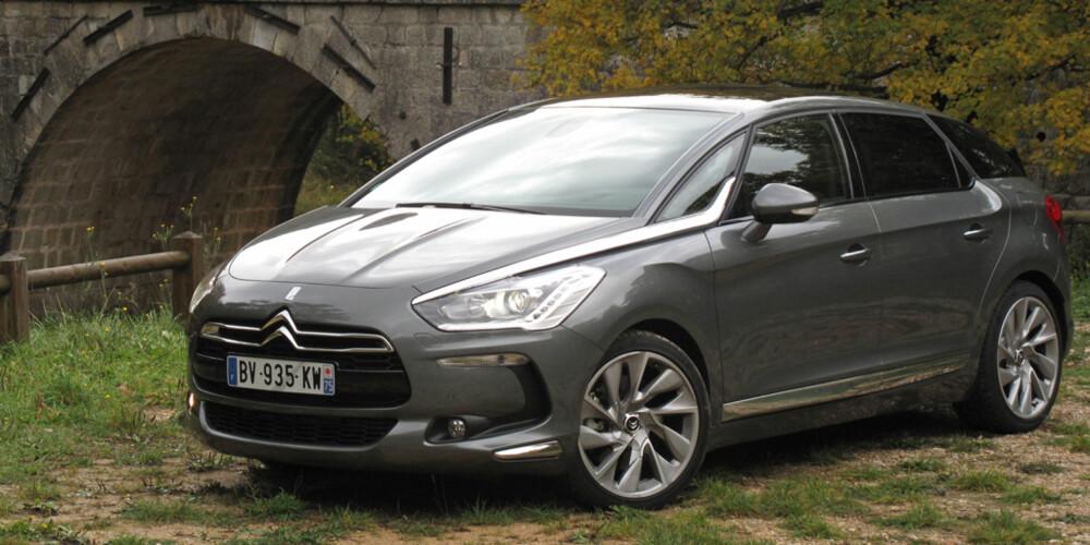DS5: En rålekker bil som viser at Citroën igjen er i førersetet på design.