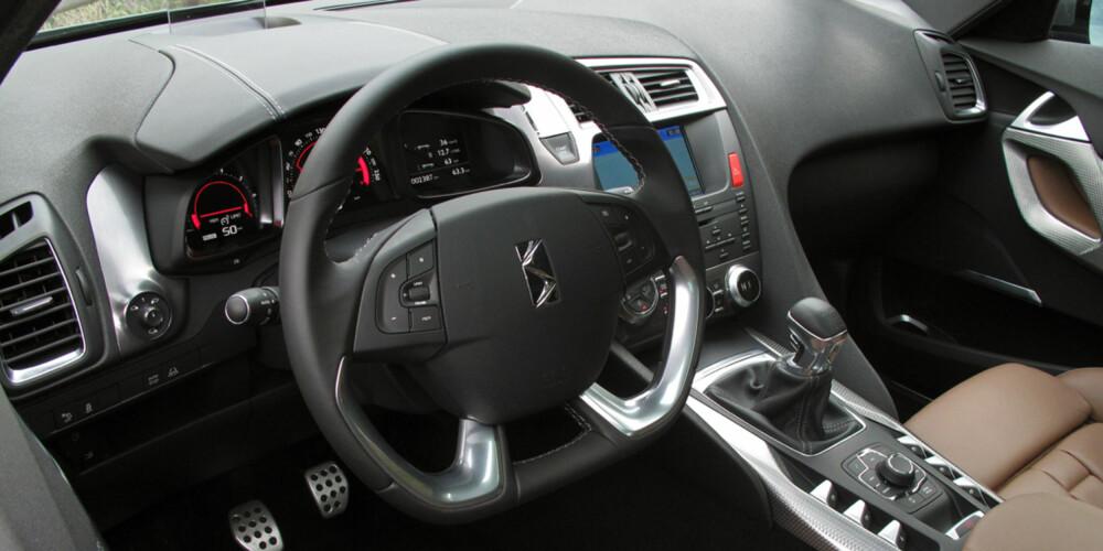 PÅKOSTET: Interiøret i toppmodellen vi kjørte var av høy klasse, med meget god materialkvalitet og spennende design.