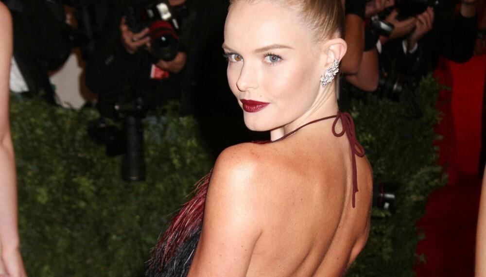Kate Bosworths røde lepper er perfekt på julebord, men husk at mørk leppestift krever en stødig hånd.