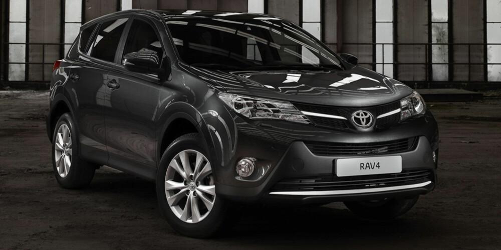 BEDRE Å KJØRE: RAV4 har fått et forbedret understell, fornyet elektrisk servostyring og et nytt Integrated Dynamic Drive System med en helt ny Sports-modus. FOTO: Toyota