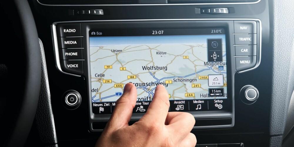 NYTT SYSTEM: Betjeningslogikken minner om måten en bruker en smarttelefon på ¿ med pekefingeren flytter du deg rundt. FOTO: VW