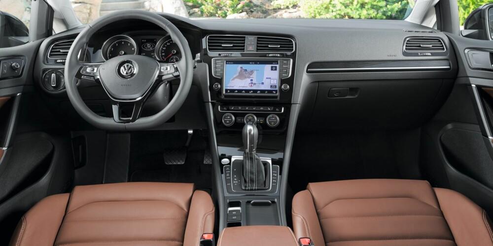 FØRERMILJØ: Kjente takter, men førermiljøet er blitt mer moderne. FOTO: VW