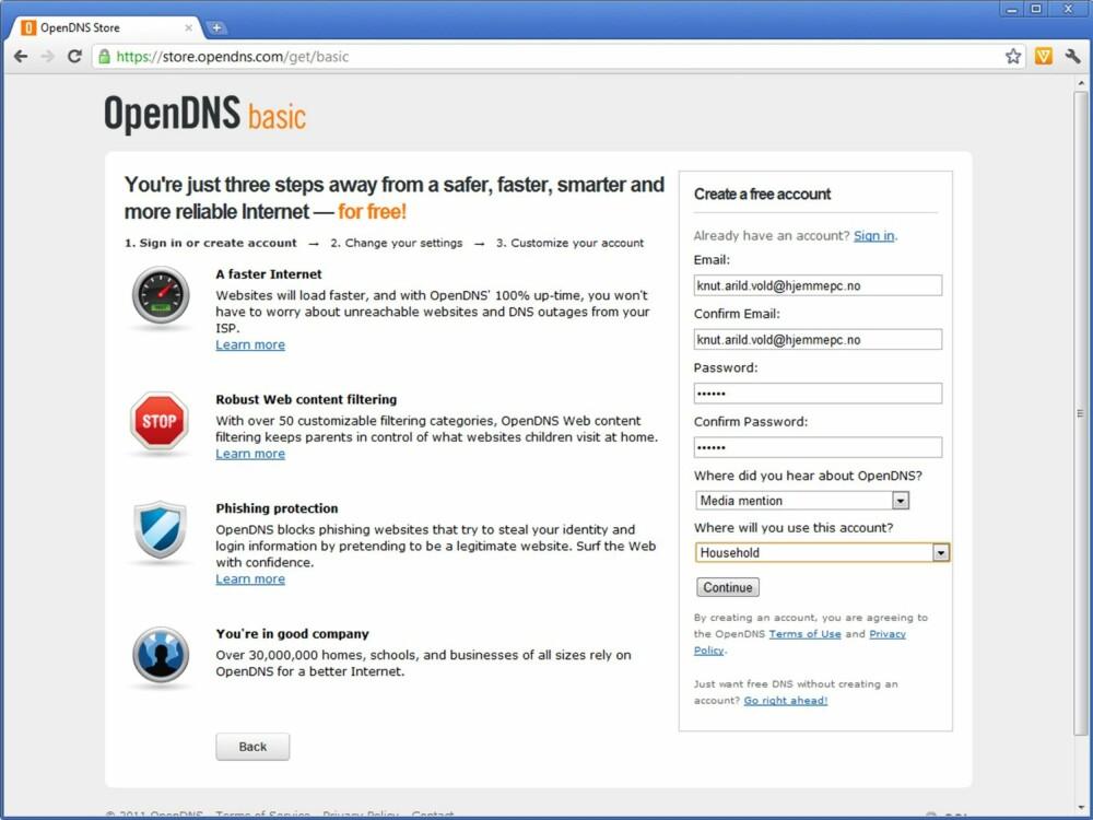 2. Du må nå opprette en konto hos OpenDNS. Skriv inn en gyldig e-postadresse, og velg et passord. Fortrinnsvis et barna ikke kan gjette seg til. Fyll inn hvor du har hørt om OpenDNS, og deretter at tjenesten skal brukes hjemme («Household»). Trykk deretter «Continue».