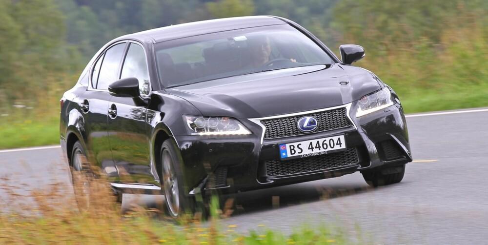 """GRØNN GLEDE: Med kombinert bensin- og elkraft, sprinter Lexus GS450h inn til en imponerende 4. plass i """"""""Årets raskeste 2012""""""""."""