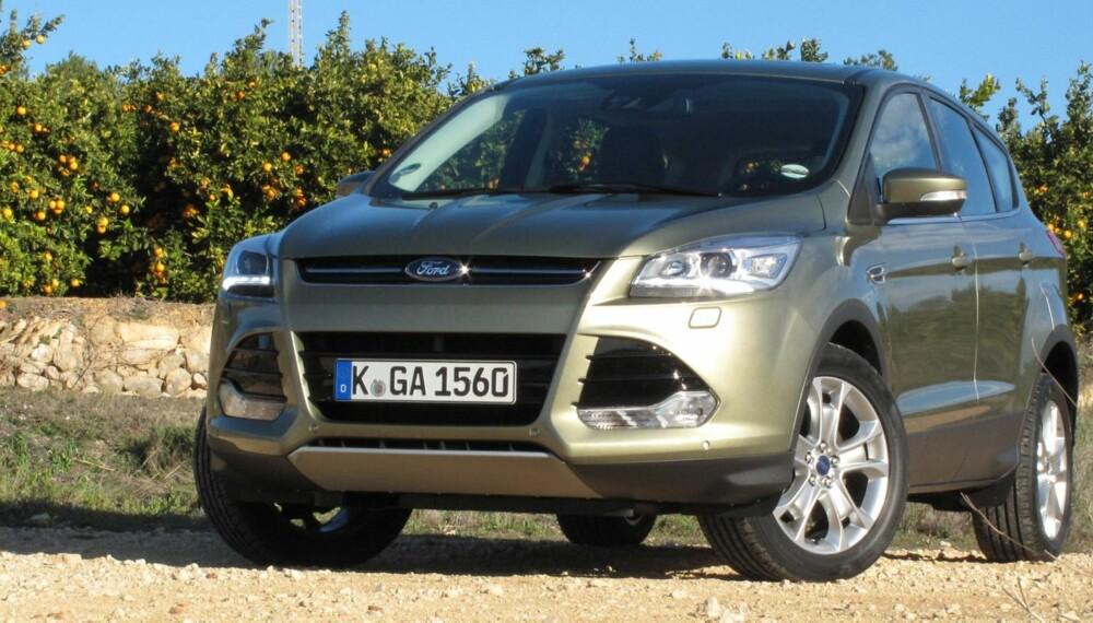 KLASSELEDENDE: Få andre SUV-er i denne klassen kan matche Ford Kuga når det kommer til kjøreegenskaper. FOTO: Petter Handeland