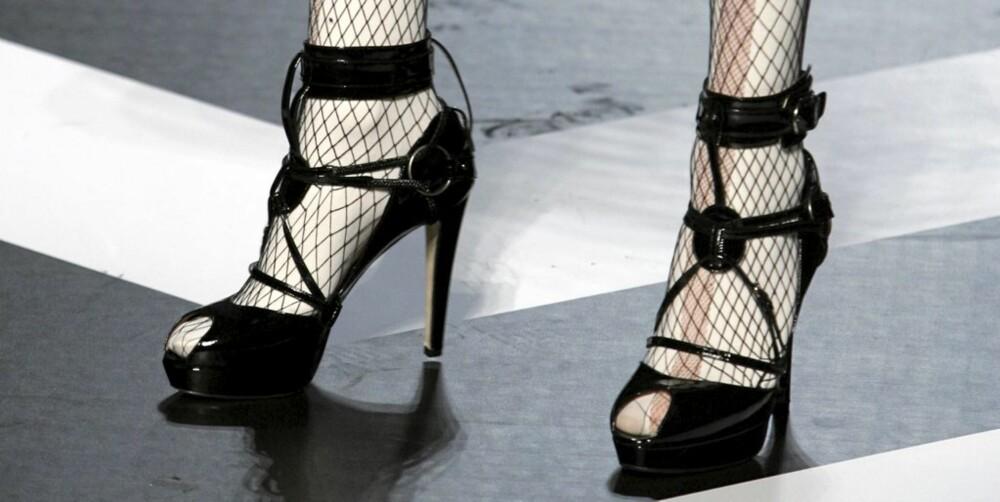 GIR SEG IKKE: Jean-Paul Gaultier designer fremdeles høye hæler, men vil du gå med dem?