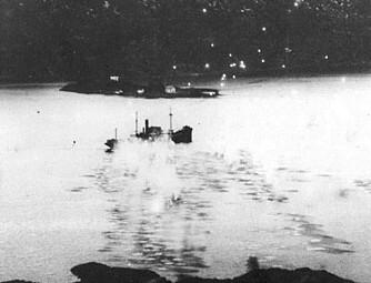 DRAMATIKK: D/S Gudrun ble 10. desember 1944 angrepet (bildet over) av engelske mosquito-fly mens hun lå for anker ved Abelsnes. StructureScanbildet (under) avslører hvordan vraket ser ut i dag. En russisk reketråler ser du på bildet nederst.