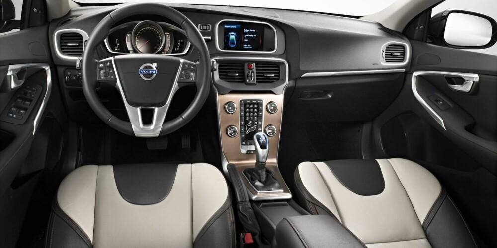 LIK: Interiørmessig er V40 Cross Country lik V40. Foto: Volvo