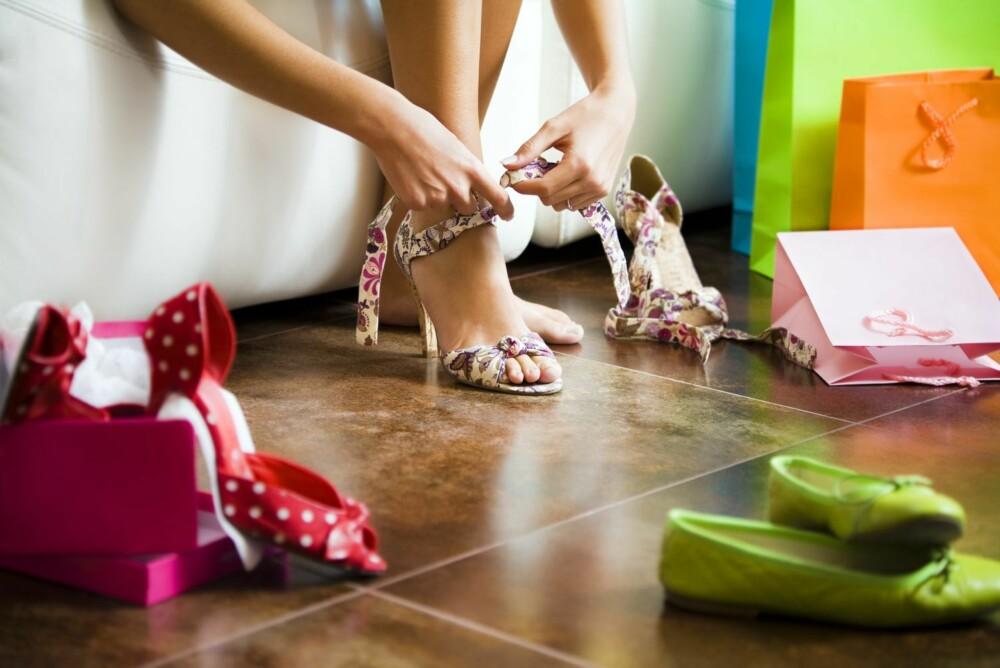 HVERDAGSSPENNING: Et par sko i freshe farger kan være prikken over i-en til en enkel, klassisk kjole eller et par smale jeans.